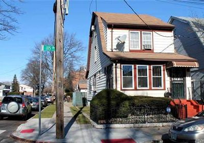 3 Bedroom, 2 bath colonial, clean, Excellent condition in New York
