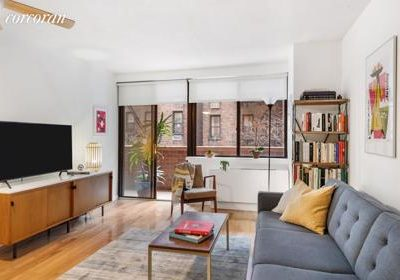 Large Yorkville one-bedroom home In New York